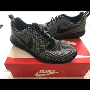 Nike Rosche Runs Size 12